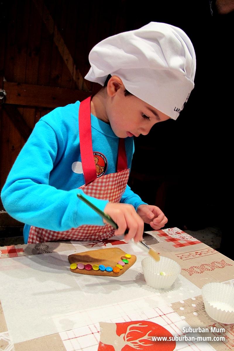laplanduk-gingerbread-decorating2