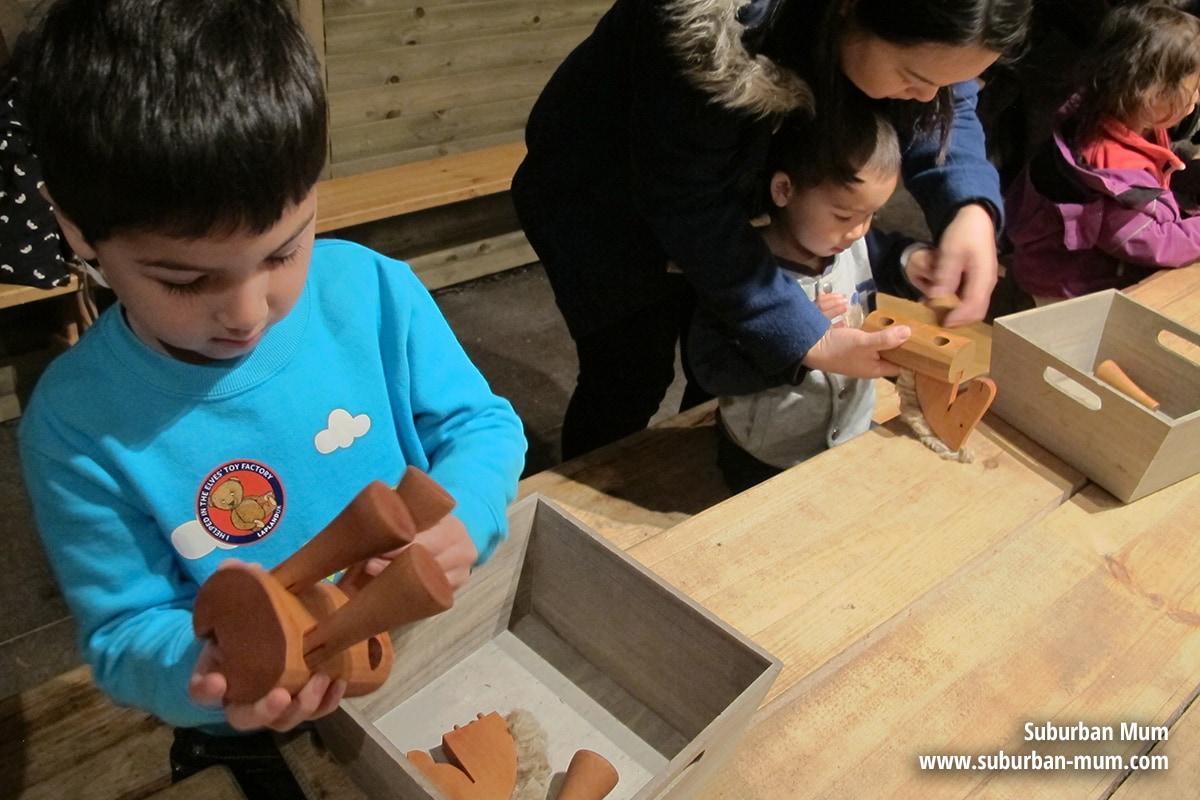 laplanduk-toymaking2