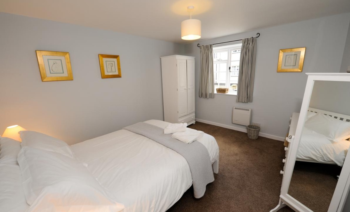 corffe-hill-cottage-living-bedroom2