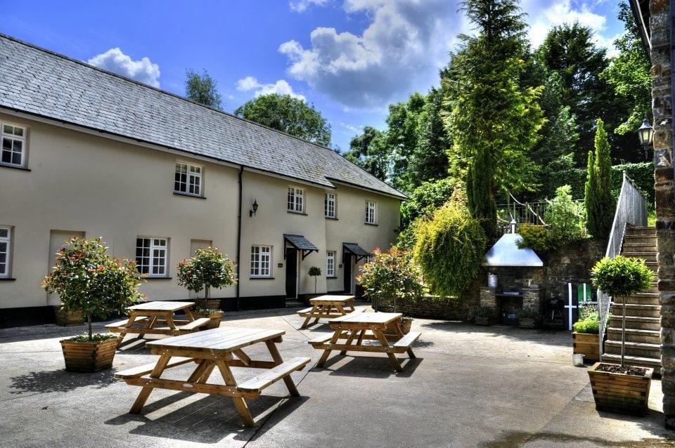 corffe-hill-courtyard2