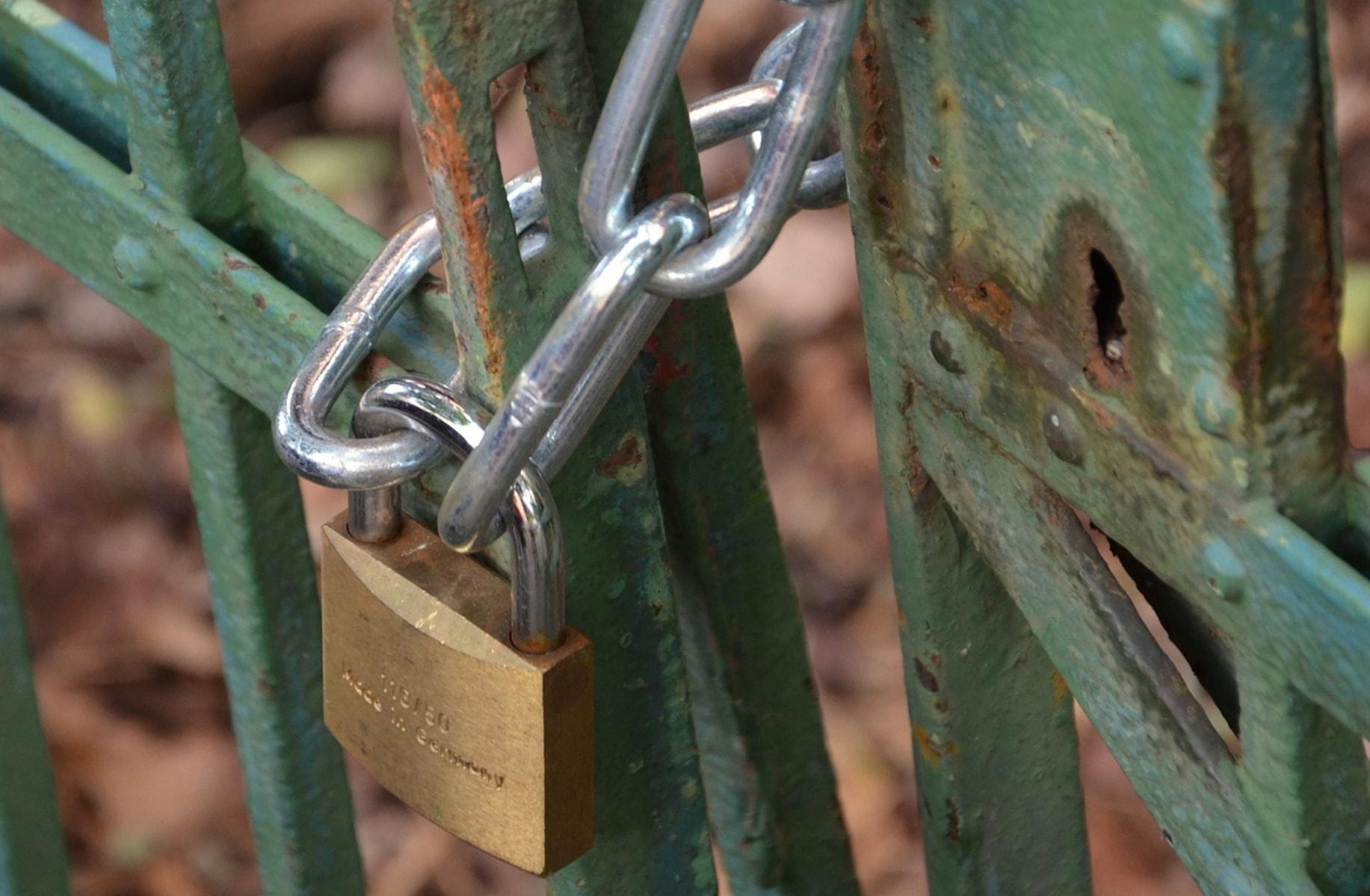 fence-padlock