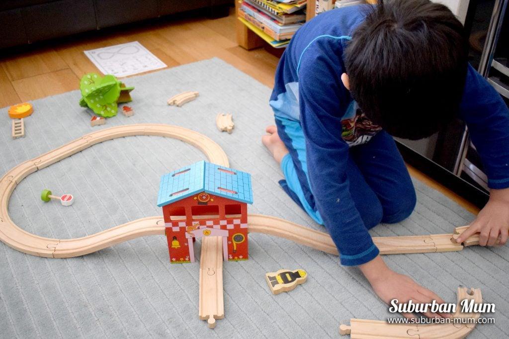 E assembling Bigjigs track