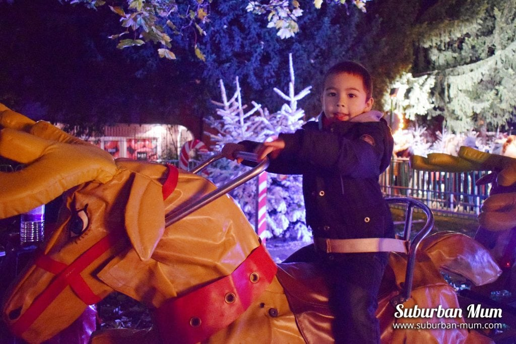 kingston-xmas-candy-cane-reindeer-ride