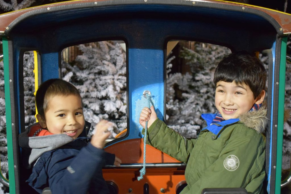 kingston-xmas-candy-cane-train-boys-ft