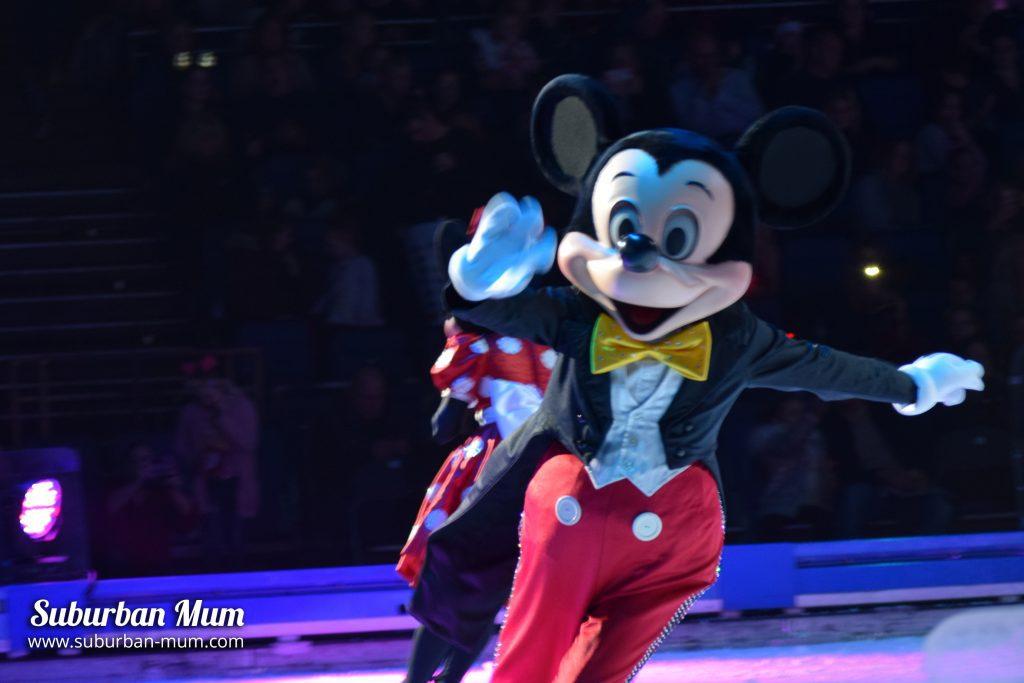 disney-on-ice-mickey
