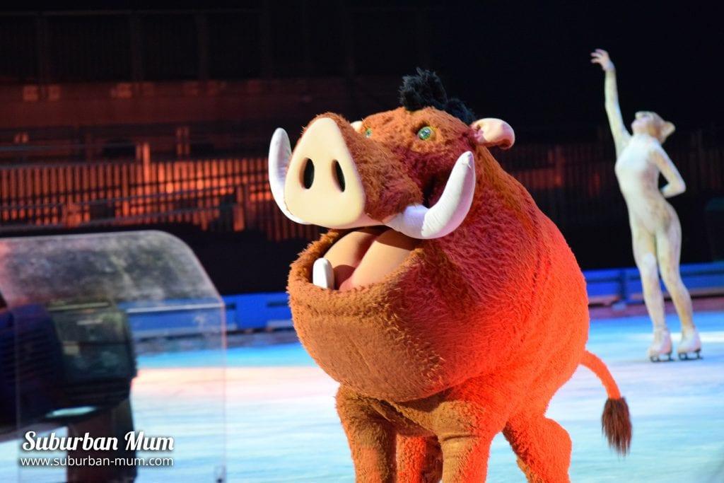 disney-on-ice-pumbaa