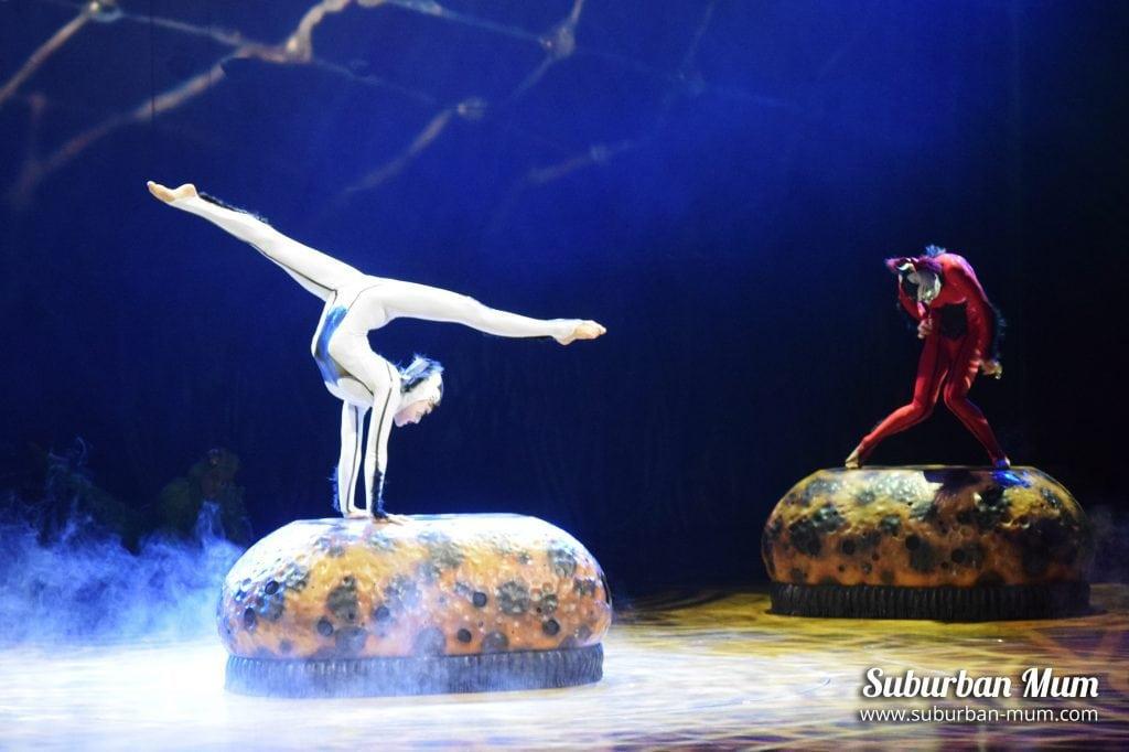 cirque-ovo-acrobatics