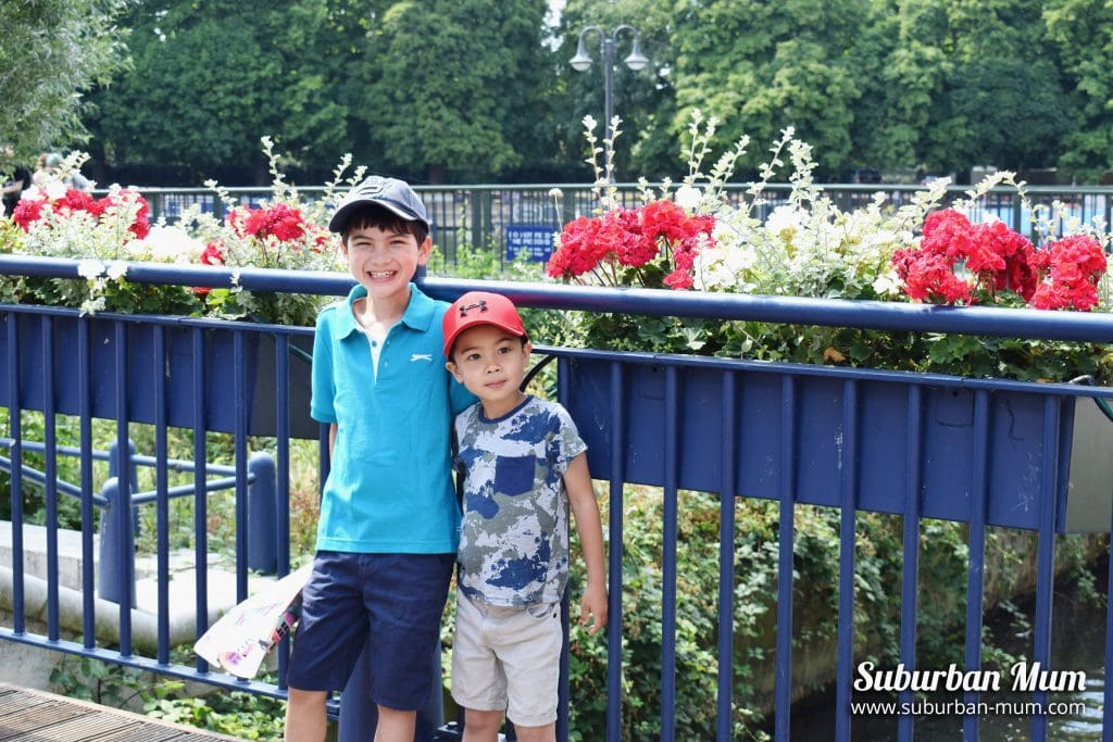 boys-flowers
