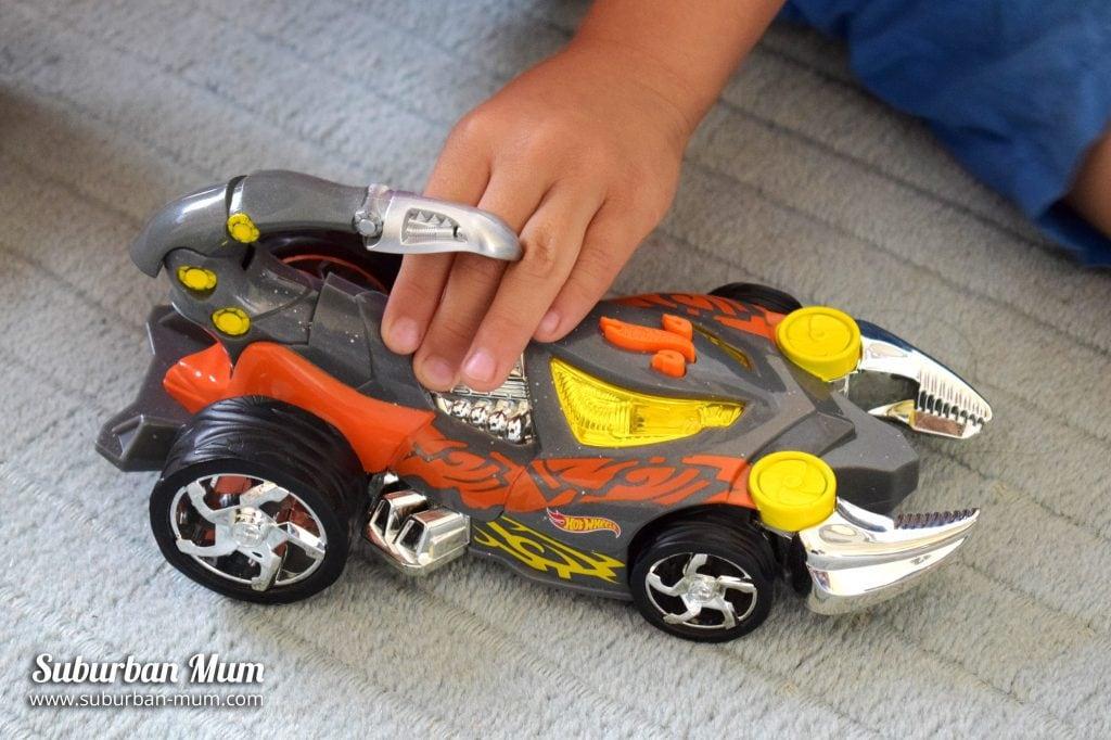 hot-wheels-sharkruiser
