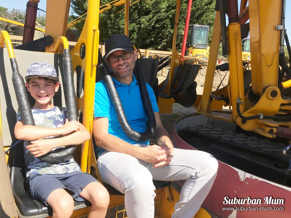 diggerland-boys-spin-dizzy
