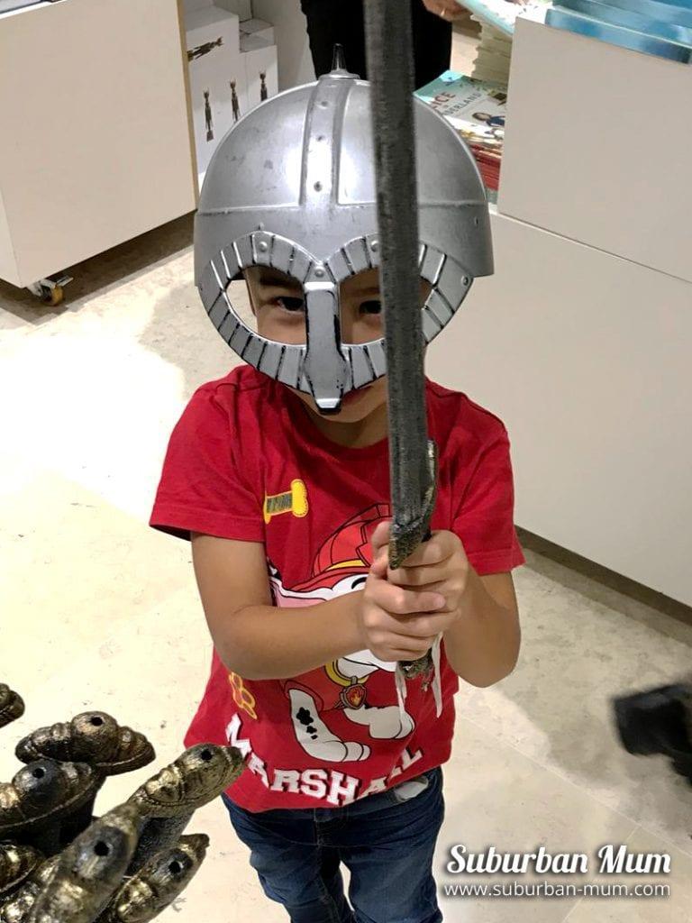 m-viking-helmet