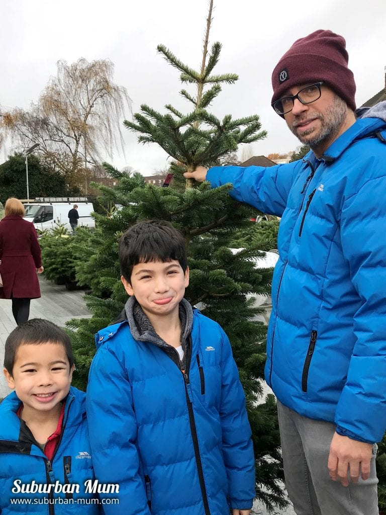 boy-xmas-tree