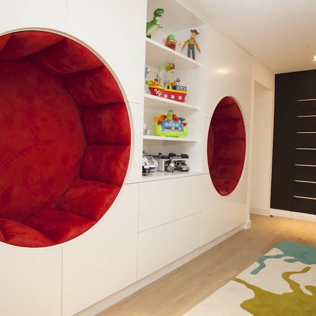 Play Room : Modern nursery/kids room by Roselind Wilson Design