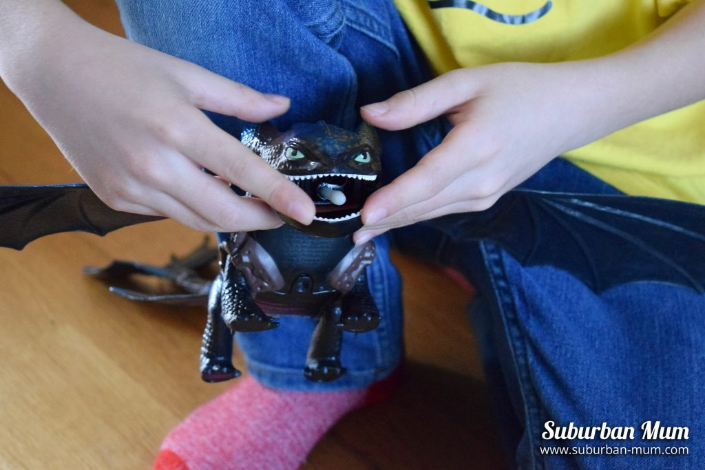 How to Train Your Dragon - Toothless firing projectile