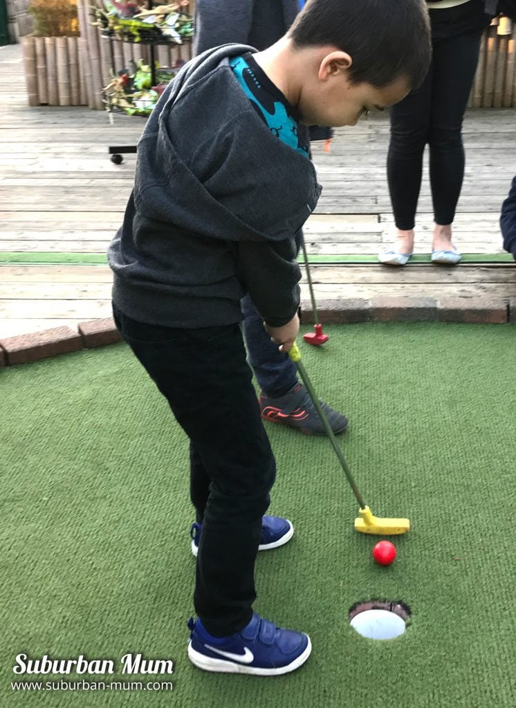 m-crazy-golf-putting