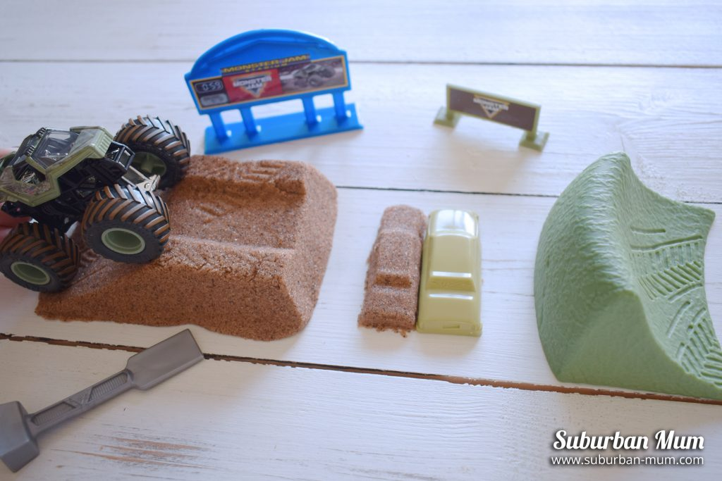 Monster Jam Monster Dirt Deluxe set with monster truck, ramps and kinetic sand