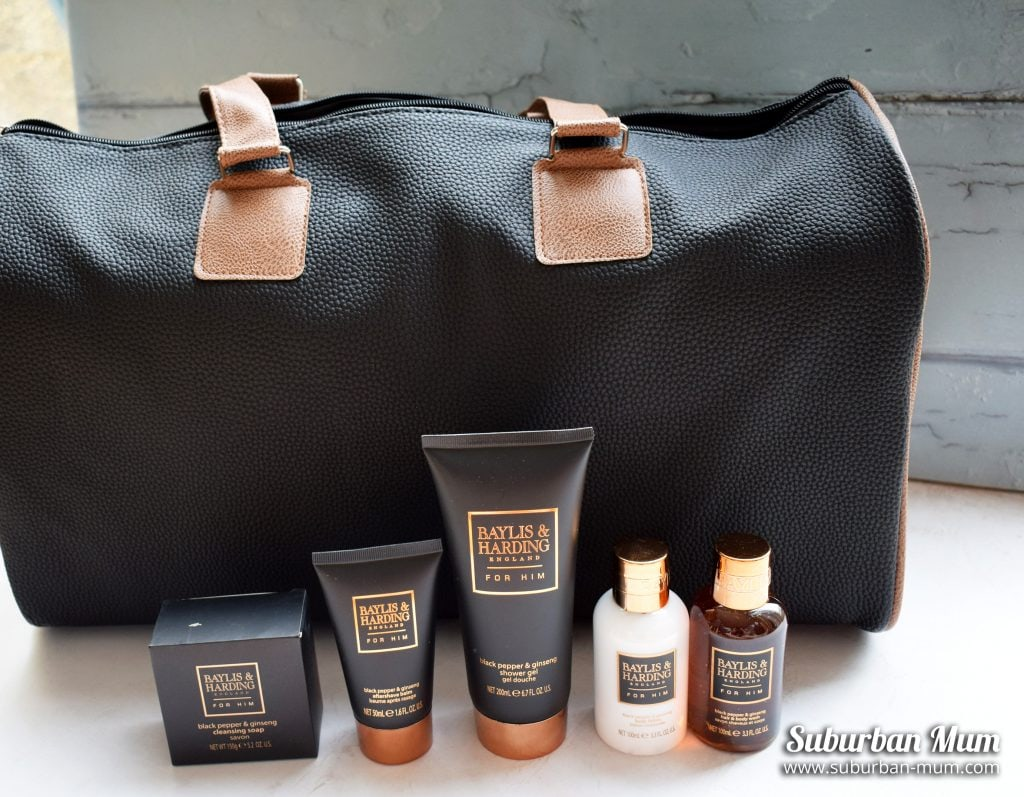 Bayliss & Harding weekend bag with Bayliss & Harding toilettries