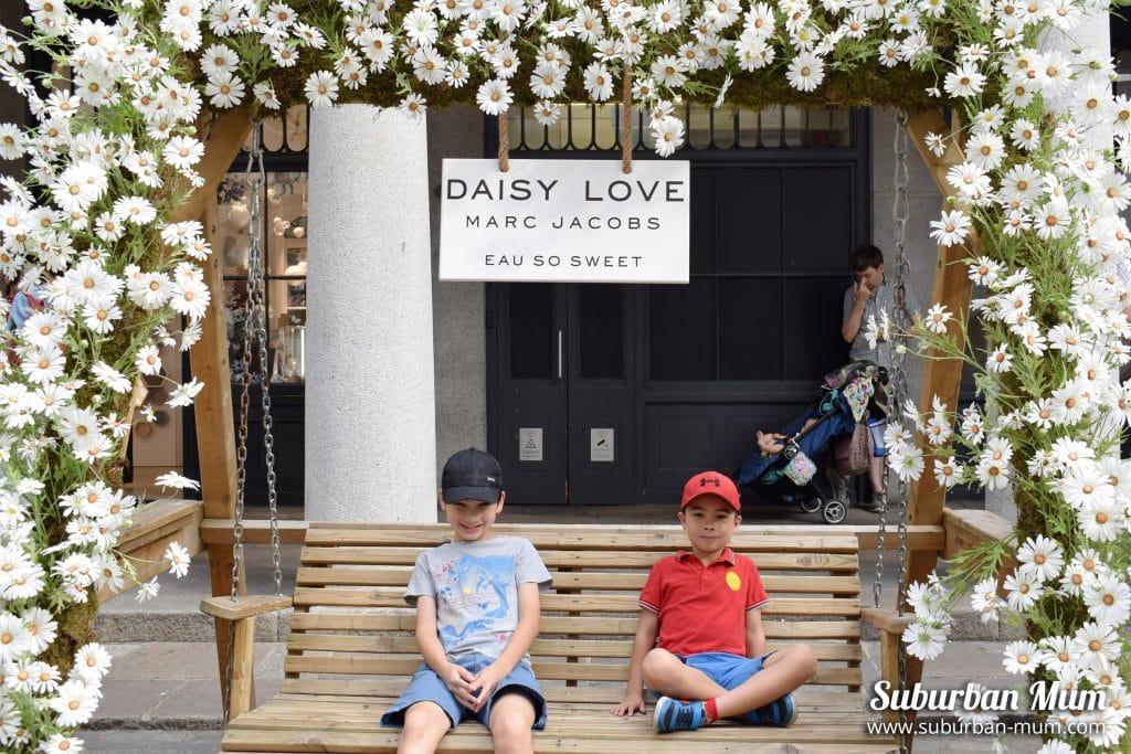 boys-covent-garden-bench
