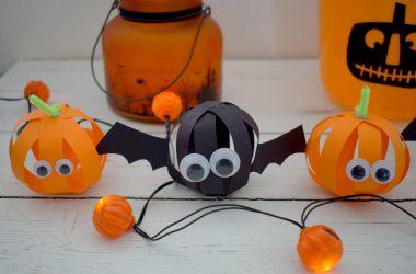 halloween-paper-ball-bats-pumpkins-ft