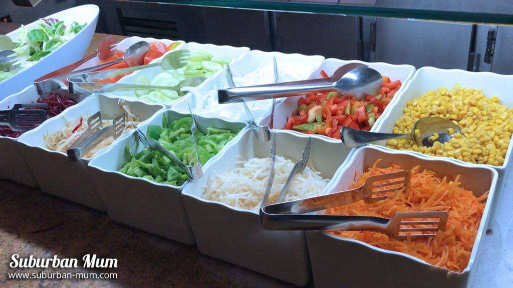 hotel-gold-river-salad-bar