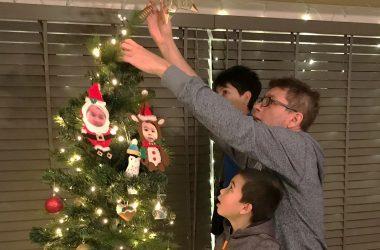 xmas-tree-decorating-ft