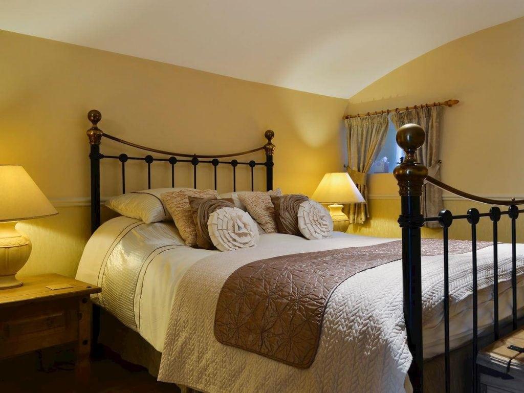 victoria-lodge-kingsize-bedroom