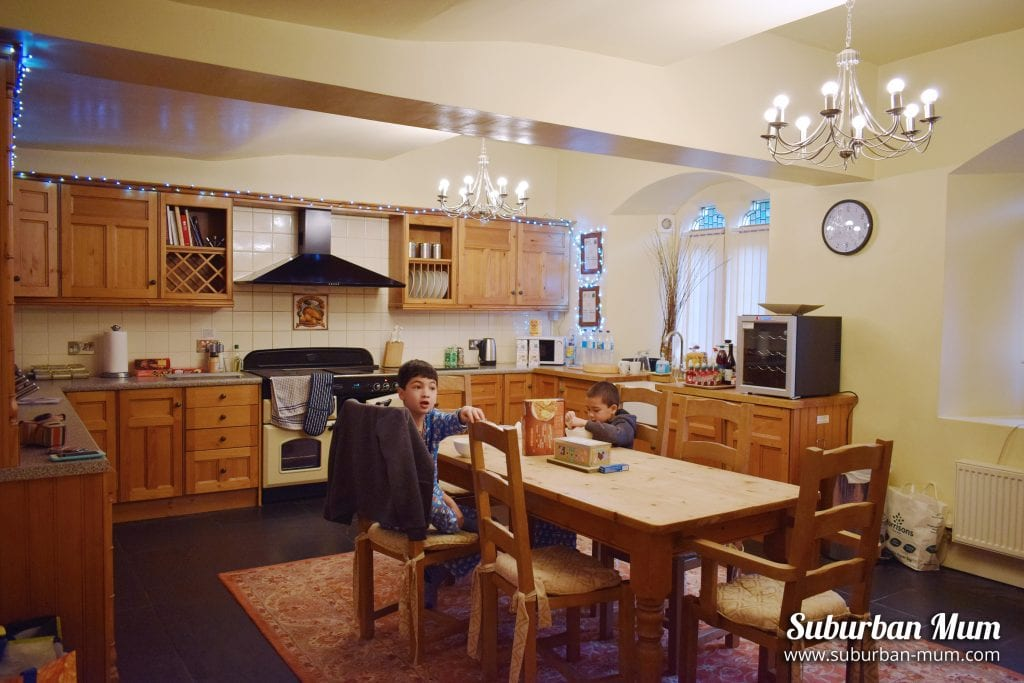 victoria-lodge-kitchen-boys