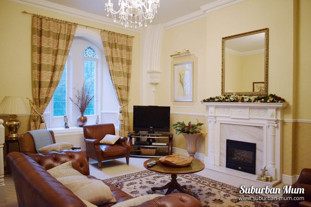 victoria-lodge-living-room