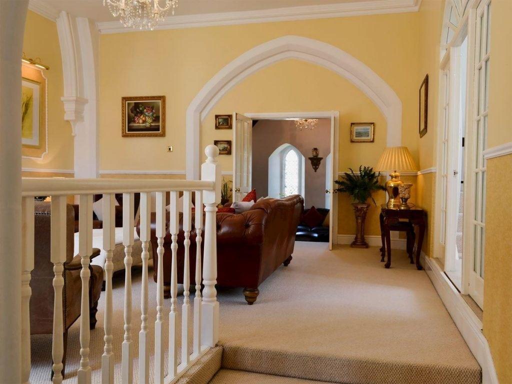 victoria-lodge-living-room-entrance
