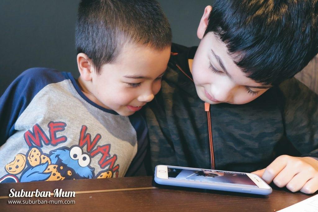 boys-looking-at-phone