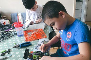 boys-building-lego-ft