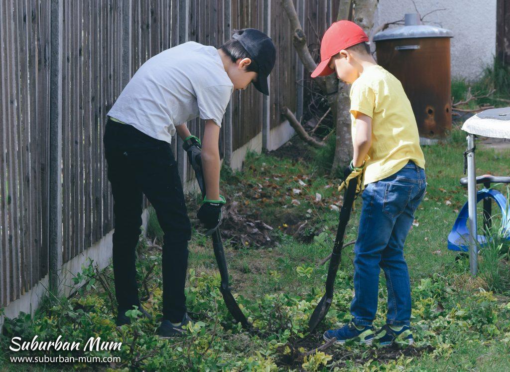 boys-gardening2