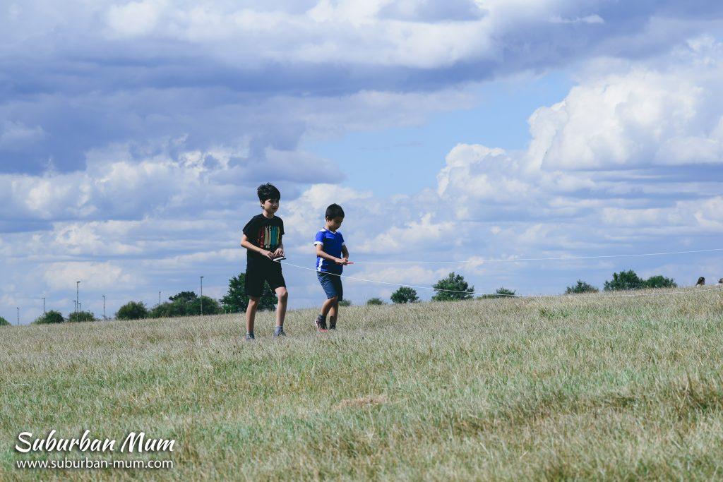 boys-flying-kite